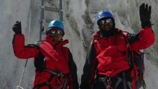 सगरमाथा चढ्ने पहिलो भारतीय जोडी बनेको झुटो दाबी गर्ने दम्पतीले जागिरबाटै हात हुनु पर्यो