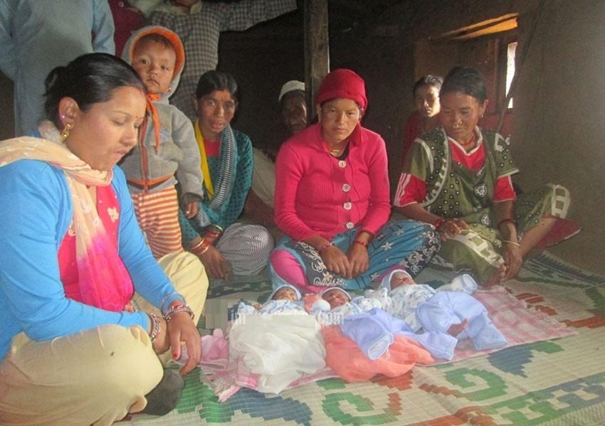 १५ बर्षमै विवाह गरेकी बझाङकी सदिक्षाले एकसाथ तीन छोरी जन्माईन्, हुर्काउन समस्या