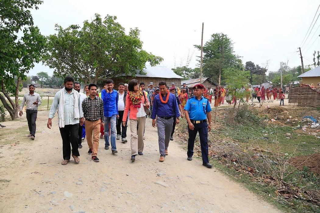 चिनियाँ राजदूतले गरिन् भारतीय सीमा नजिकका मुसहर बस्तीको अनुगमन (तस्विरसहित)