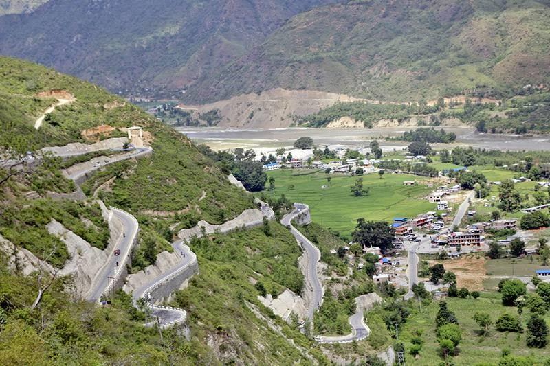बिपी राजमार्ग दायाँबायाँ घटाइने