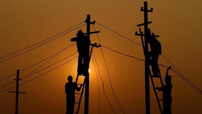 महिनामा १० अर्बकाे बिजुली चोरी