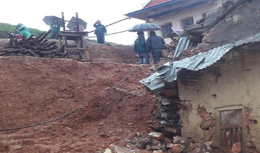 घरमाथिको पर्खाल भत्किँदा सुत्केरीसहित तीन जनाको मृत्यु