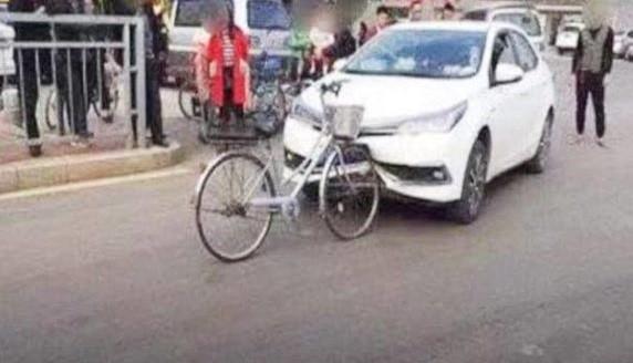साइकल कारसँग ठोक्दिा कारको यस्तो कन्तविजोग