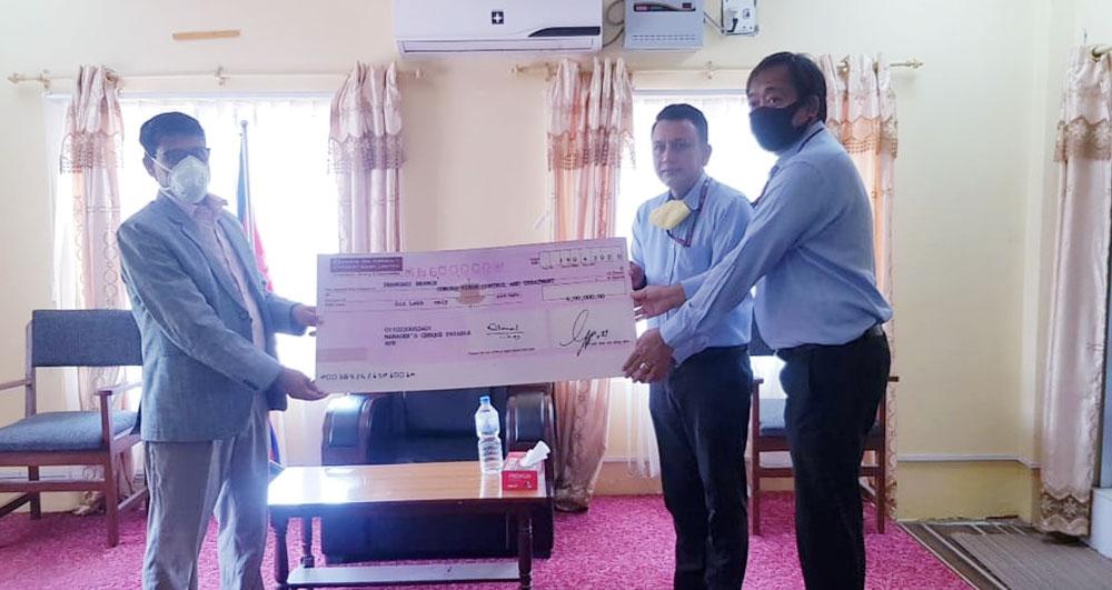 एभेरेष्ट बैंकद्वारा सुदुरपश्चिम प्रदेशको कोरोना उपचार कोषमा ६ लाख आर्थिक सहयोग