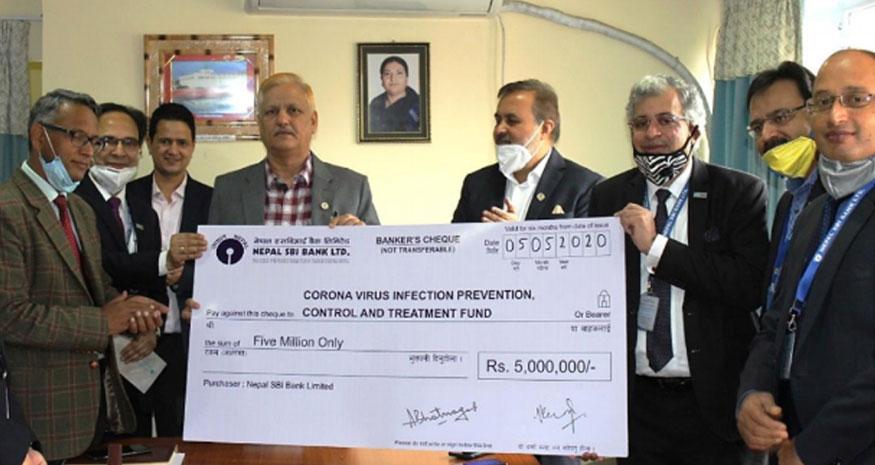 नेपाल एसबिआई बैंकद्वारा कोरोना कोषमा ५० लाख रुपैयाँ आर्थिक सहयोग