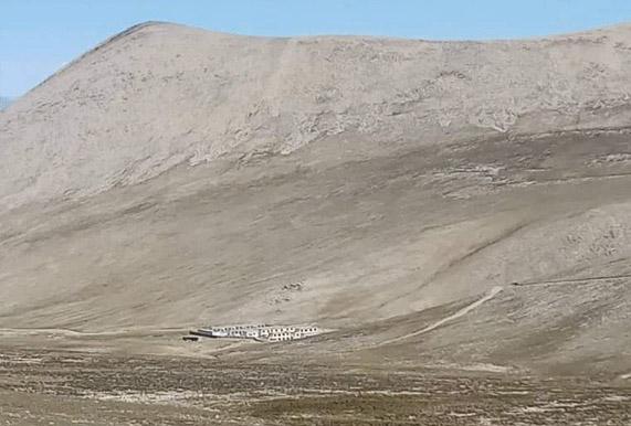 नेपाली भुमिमा ठडिदै चिनियाँ ब्यापारीक भवन, देख्दैन स्थानीय प्रशासन