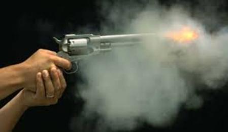 प्रहरीको पेस्तोल खोसेर खाग तस्करले गोली चलाए, एक जना घाईते