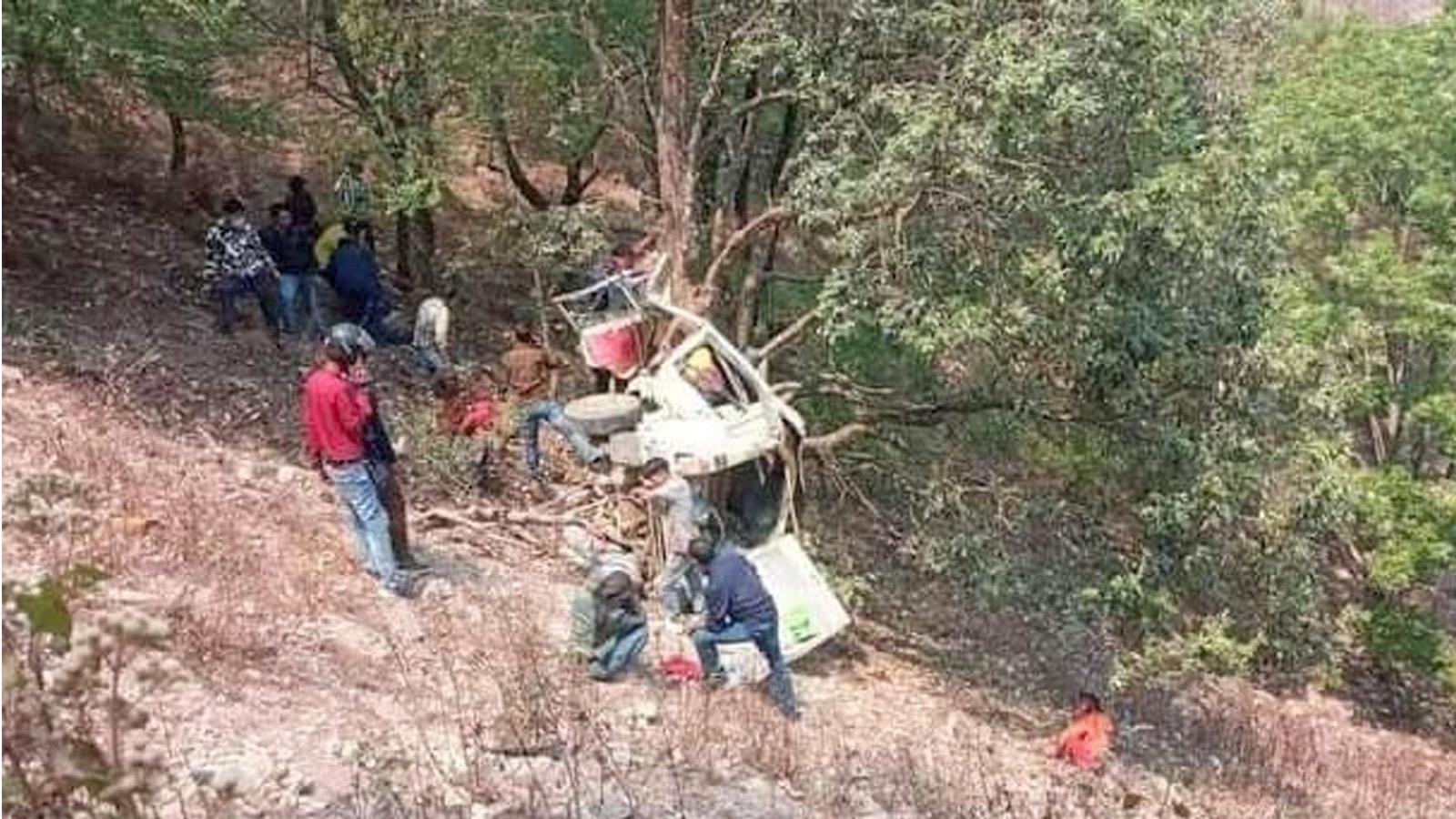 स्वर्गद्वारी दुर्घटनाका ६ जना घाईतेलाई उपचारका लागि काठमाण्डौं ल्याईयो