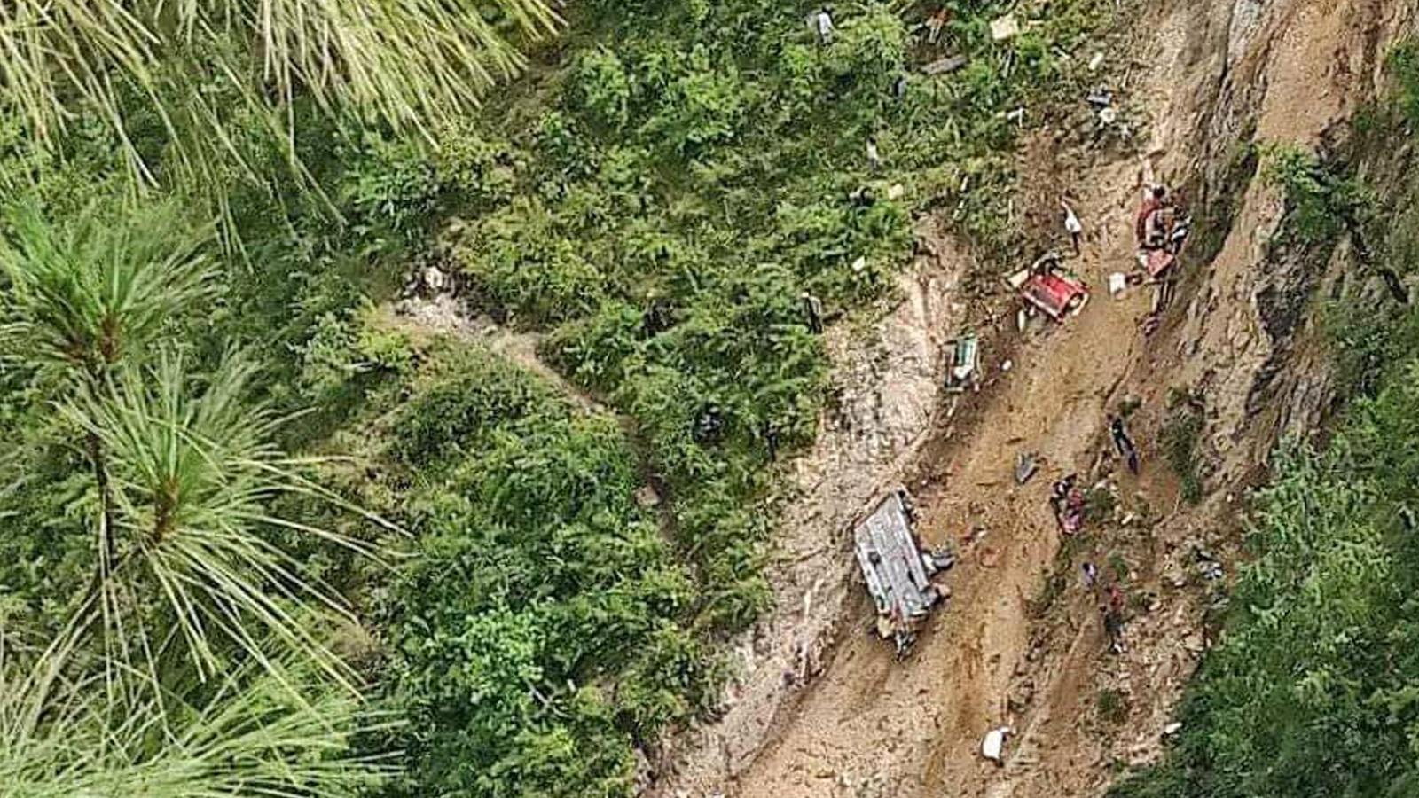 मुगुमा वस दुर्घटनाः टायर पङचर भएर ३२ जनाको ज्यान गयो