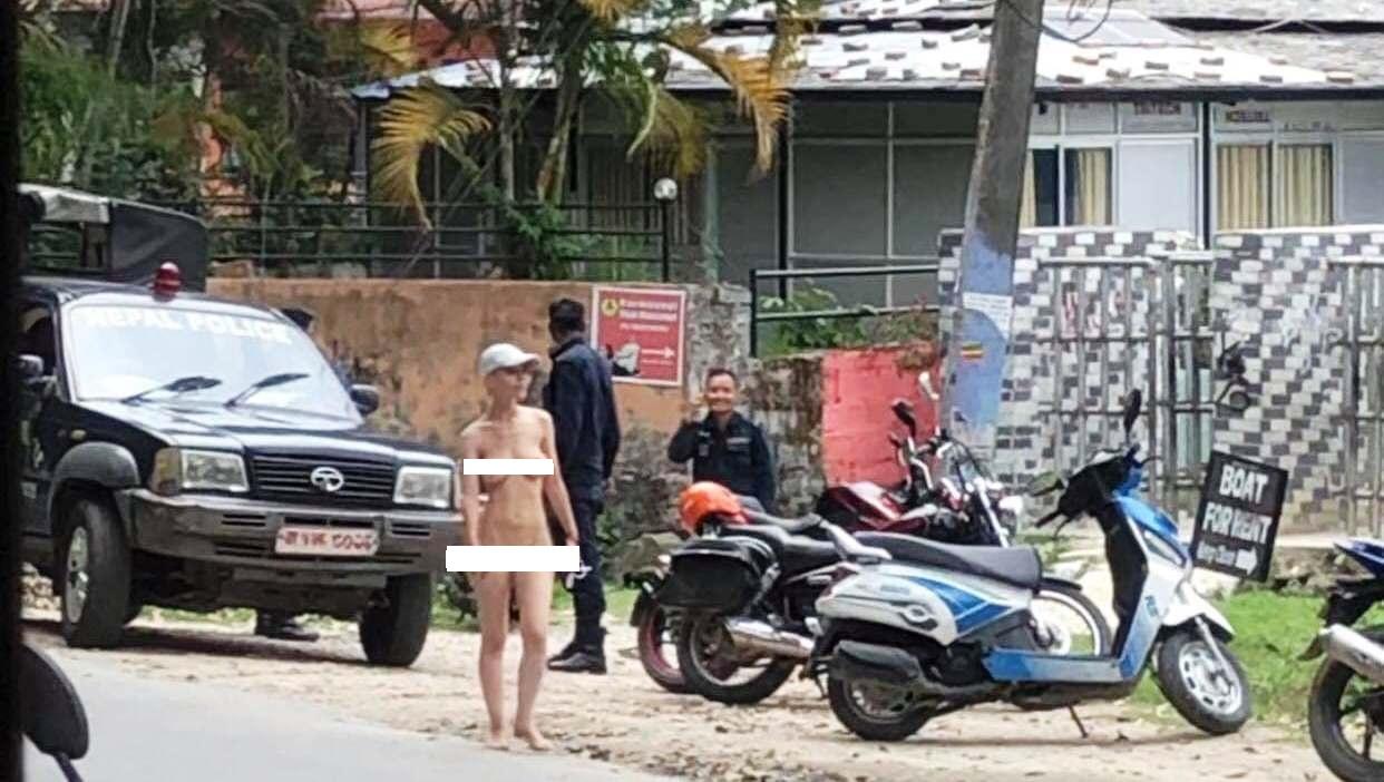 पर्यटकीय नगरी पोखरामा पर्यटक महिला किन नांगै हिँडिन्, कसैलाई थाहा छैन