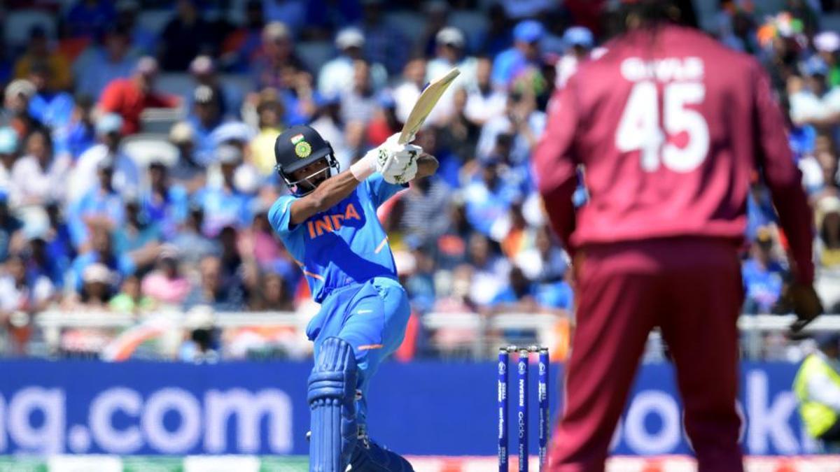 भारतद्वारा वेष्टइण्डिजसामु २६९ रनको लक्ष्य प्रस्तुत, कोहली र धोनीको अर्धशतक