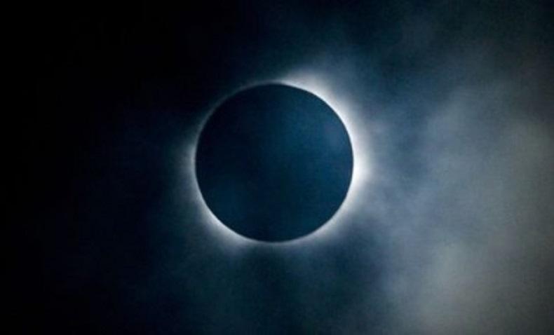 मंगलबार मध्य रातमा खण्डग्रास चन्द्रग्रहण, यी चार राशिबाहेक सबैलाई अशुभ