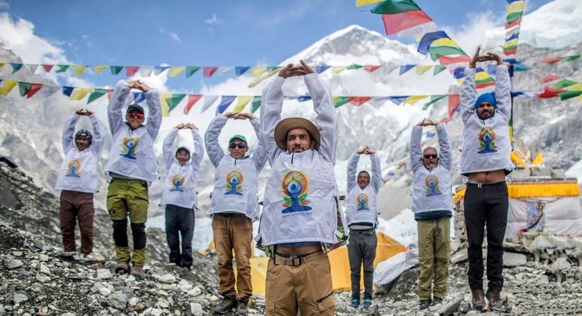सगरमाथा आधारशिविरको फोटो  फोटो ट्विट गर्दै मोदीले भने :अन्तर्राष्ट्रिय योगा दिवस मनाऔँ