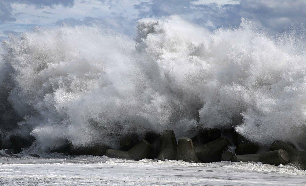 जापानमा शक्तिशाली तुफान :एकको मृत्यु, ४० जना घाइते