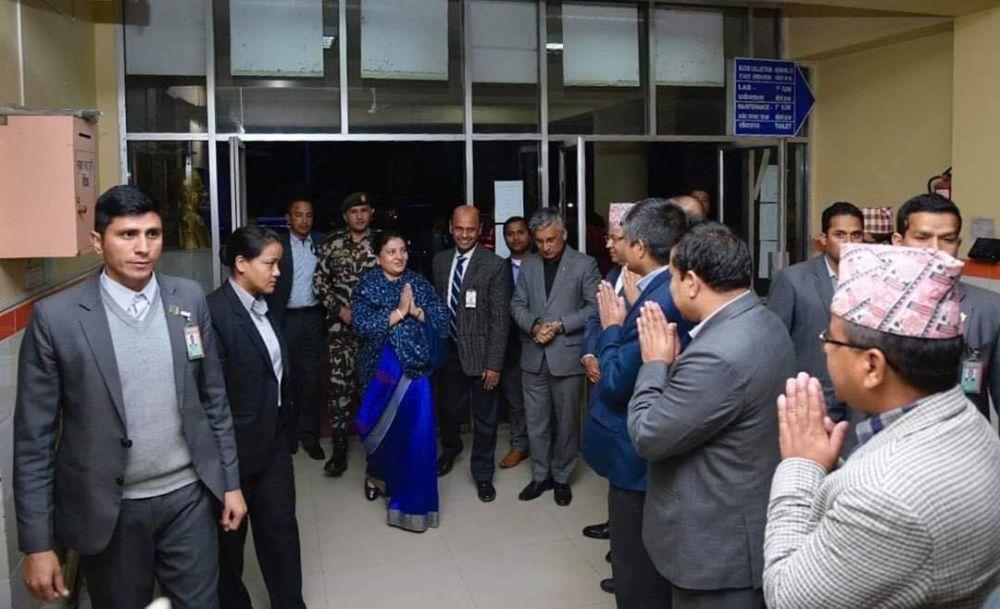 प्रधानमन्त्री ओली भेट्न राष्ट्रपति भण्डारी अस्पतालमा