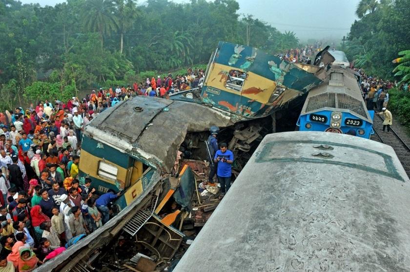 बङ्गलादेशमा रेल र्दुघटना: १५ जनाको मृत्यु, ५८ घाइते