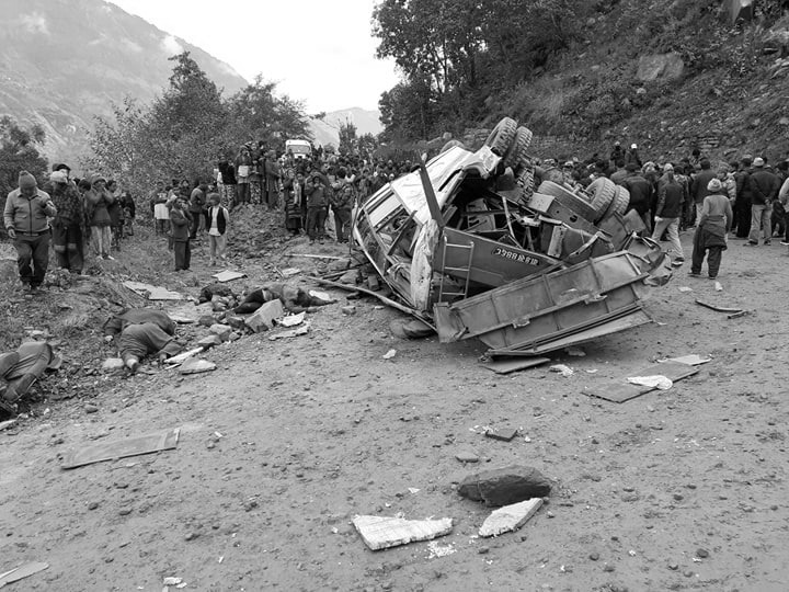 सिन्धुपाल्चोकमा बस दुर्घटना, ११ जनाको मृत्यु