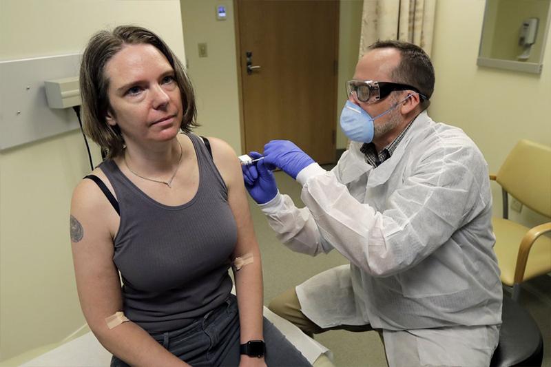 चीनबाट फैलिएकाे कोरोना भाइरसविरुद्धको खोप अमेरिकी महिलामा परीक्षण