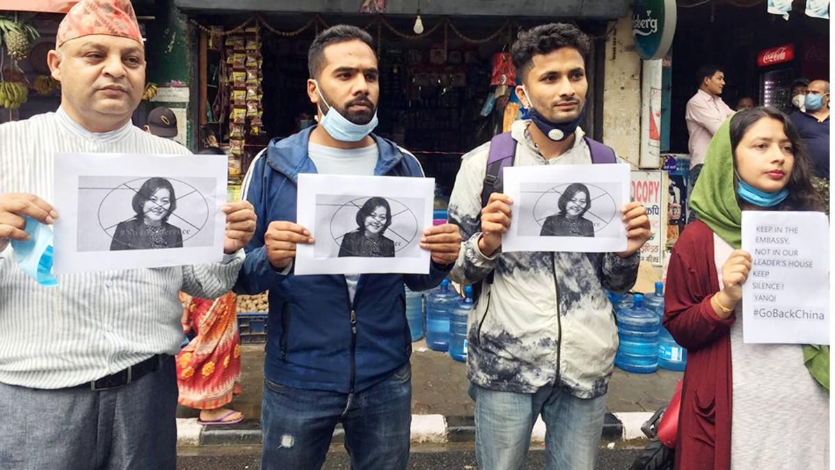 चिनियाँ दूतावास अगाडि घन्कियो : 'गो ब्याक चाइना'