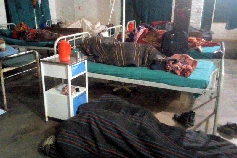 जाजरकोट अस्पतालमा श्यया अभाव, बिरामीलाई भुइँमै राखेर उपचार