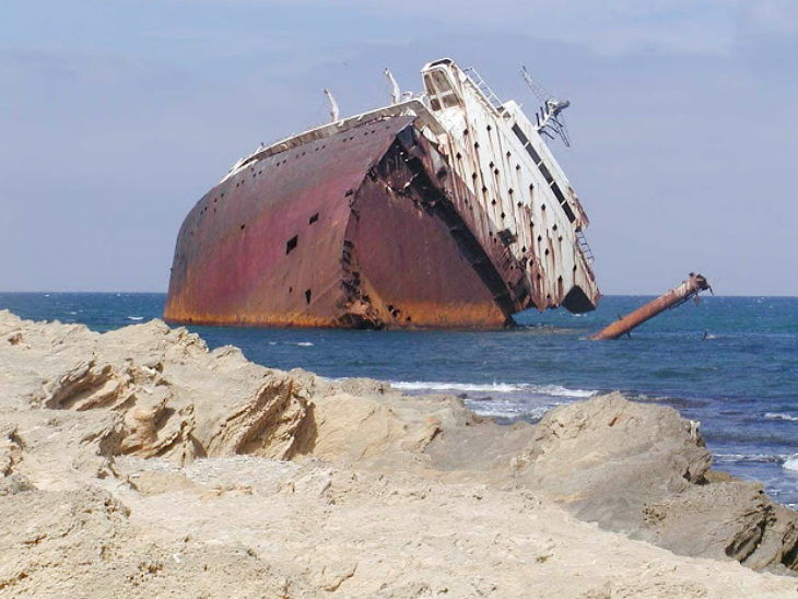 ट्युनिशियामा आप्रावासीले भरिएको डुंगा पल्टियो, ८० बढीको मृत्युको आशंका