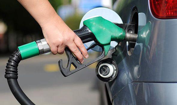 डिजेल र पेट्रोलको मूल्य २ रुपैंयाले घट्यो