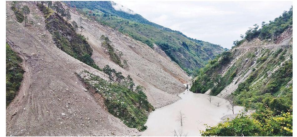 वर्षाले सुदूरपश्चिमको जनजीवन प्रभावित, बाजुराका ९५ बस्ती उच्च जोखिममा