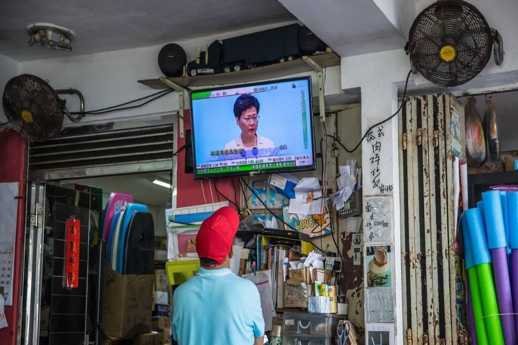 हङकङकी प्रमुख कार्यकारी लामबाट सुपुर्दगी विधेयक फिर्ता लिएको घोषणा