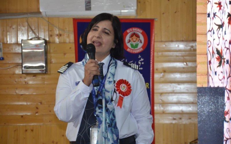 काश्मीरी महिला पाइलट भन्छिन् - युवाहरुको उद्देश्य उडि चन्द्र छुने हुनुपर्छ