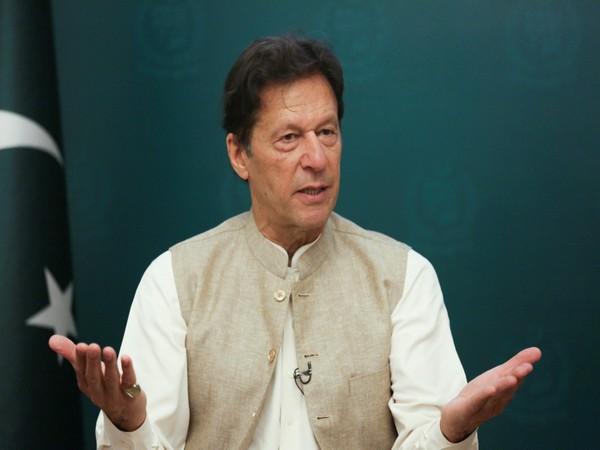 पाकिस्तानी दुई मन्त्रीले पनि भ्रष्टाचार गरेर विदेशमा लगानी गरेको खुलासा, कारबाही गर्ने प्रधानमन्त्री खानको चेतावनी