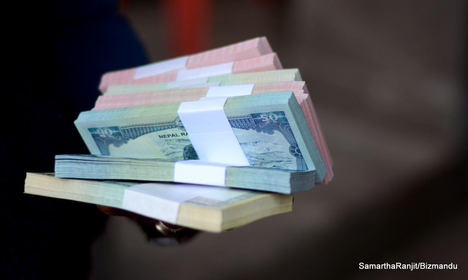 भोलिदेखि नयाँ नोट ; यी बैंकबाट साट्न पाइने !