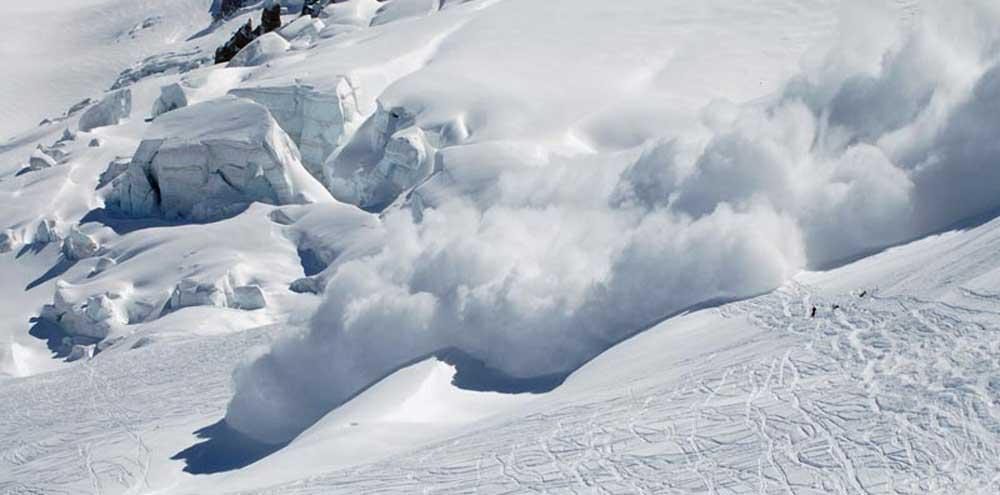 हिमपहिरोले मनास्लु पदमार्ग अवरुद्ध