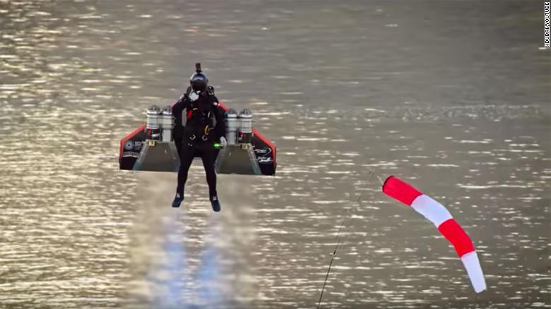 पखेटा हालेर, मानिस पनि अब चराझैँ उड्न सक्ने !