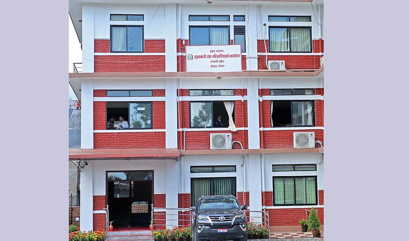 उपचार नगर्ने अस्पताललाई कारबाही गर्न गण्डकी सरकारको निर्देशन